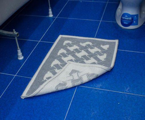 Фото коврика в ванну и туалет серый