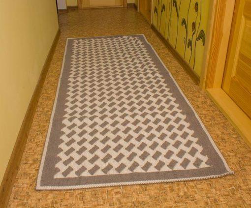 Фото серой ковровой дорожки