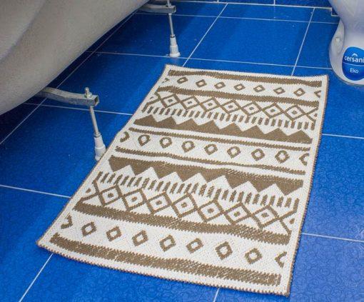 Фото коврик с узорами коричневого цвета в ванну 50*80